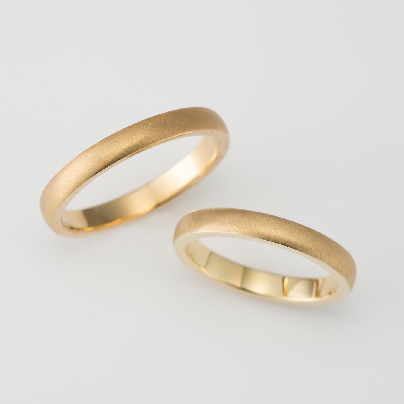 マットテクスチャーのシンプルな結婚指輪