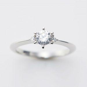 ダイヤ 婚約指輪