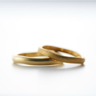 ひらひらデザインの結婚指輪