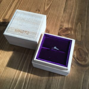 プラチナのオーダーメイドの婚約指輪