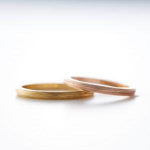 個性的なゴールドの結婚指輪