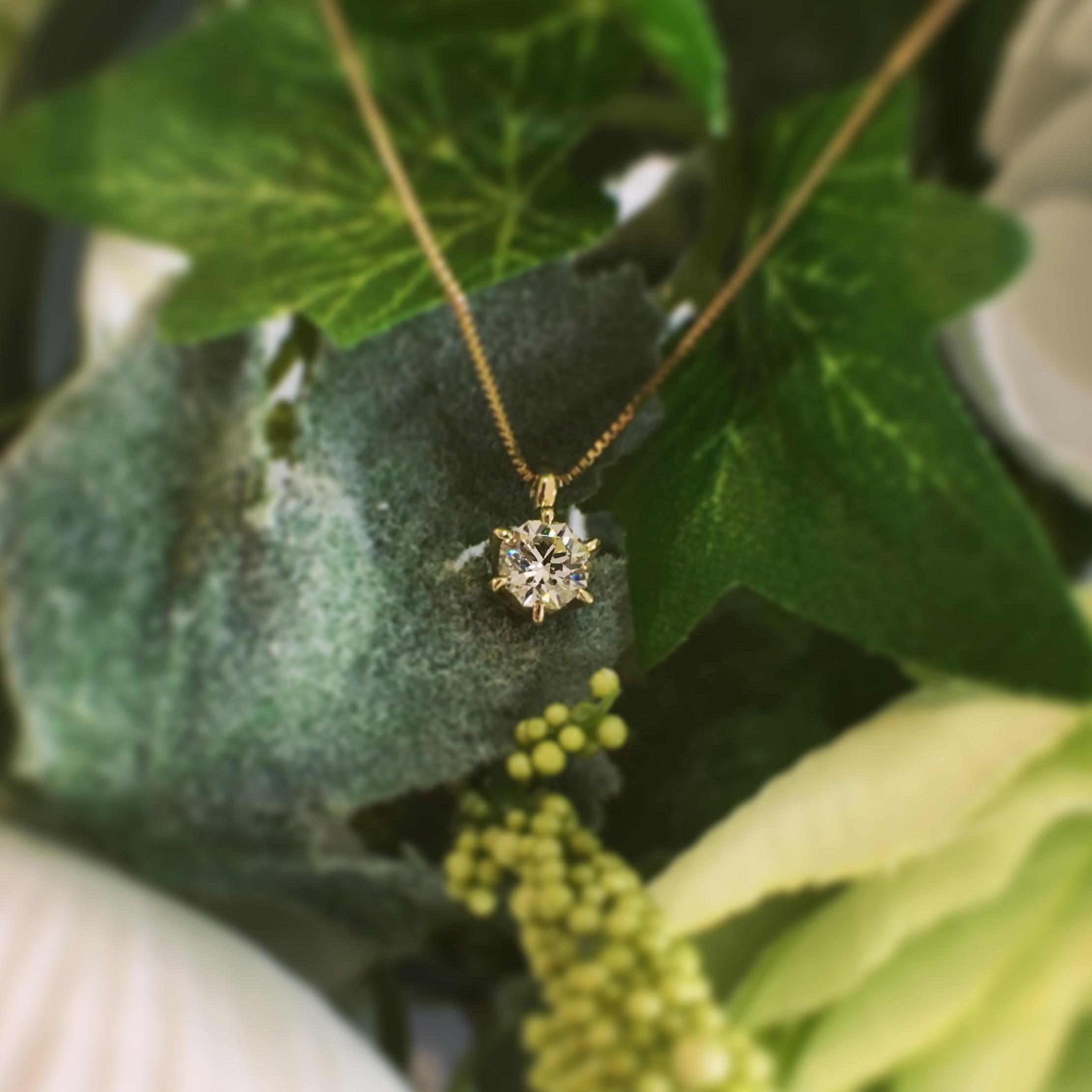 ダイヤモンドの婚約ネックレス