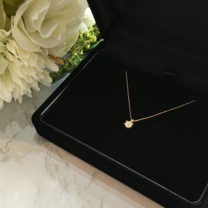 ゴールドのダイヤモンドのネックレス