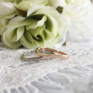 カーブデザインのオーダーメイドの結婚指輪