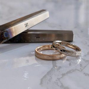質感にこだわった鎚目とミルグレインの結婚指輪