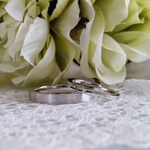 サテン粗の結婚指輪 ダイヤモンド