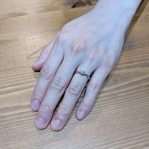 婚約指輪 お客様 手