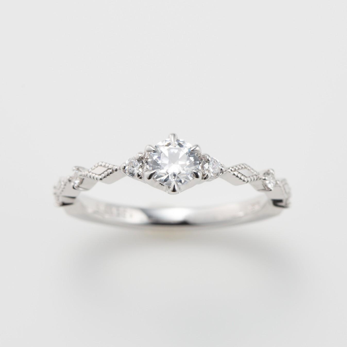 ミルグレイン(ミル打ち)を施したプラチナの婚約指輪