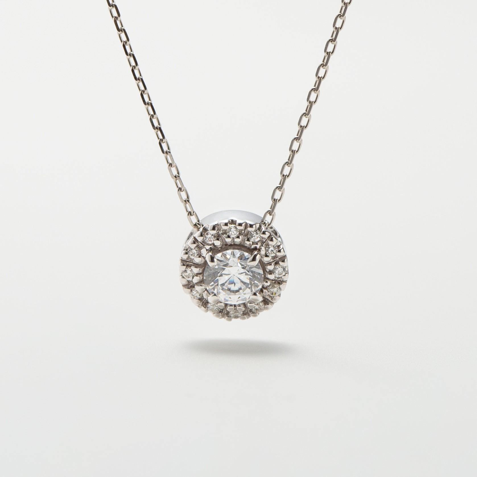 ダイヤモンドを取り巻いた婚約ネックレス