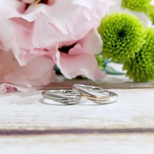 光沢をアクセントに使用した艶消しの結婚指輪