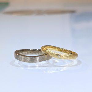 お揃いのサテン加工の結婚指輪