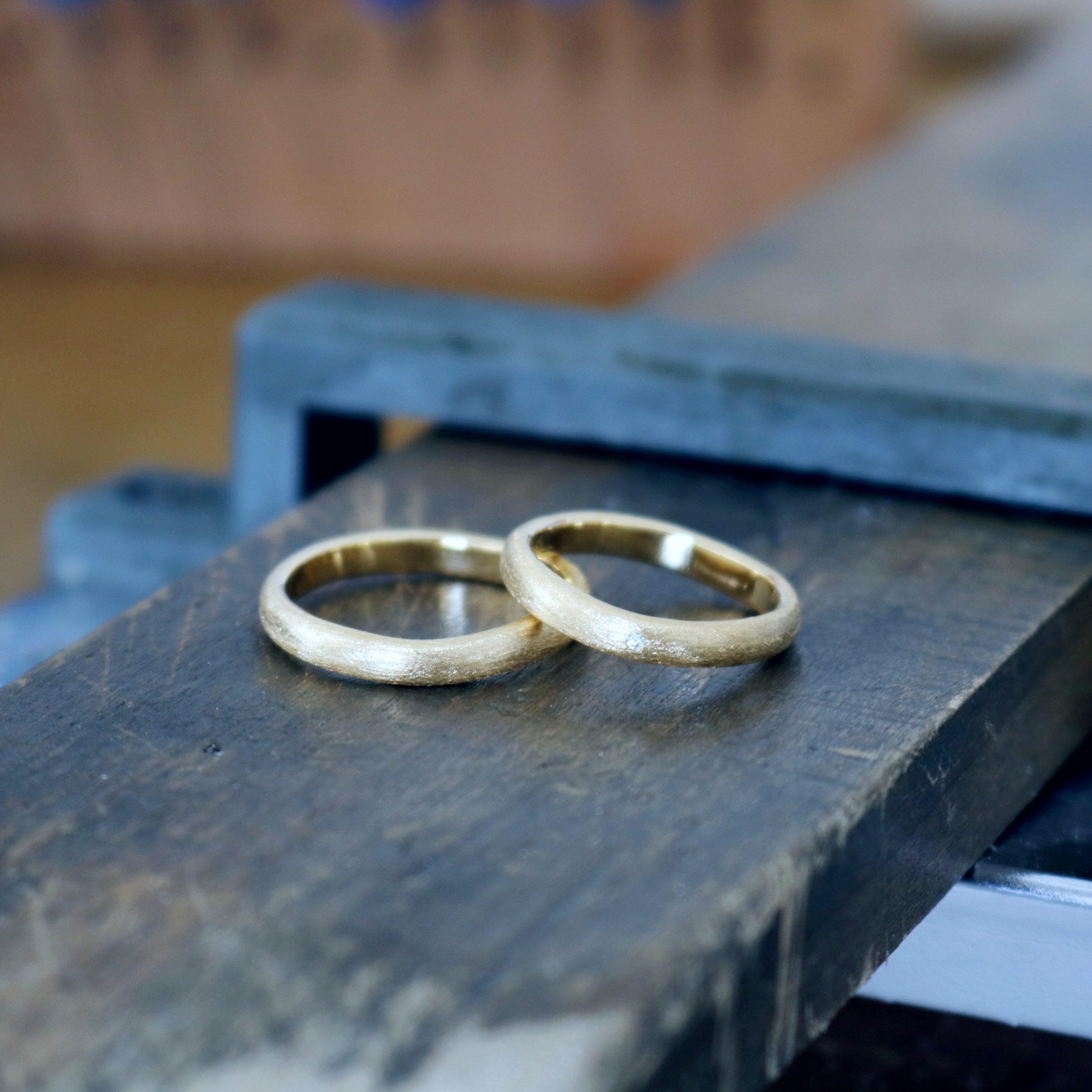 マット加工の結婚指輪