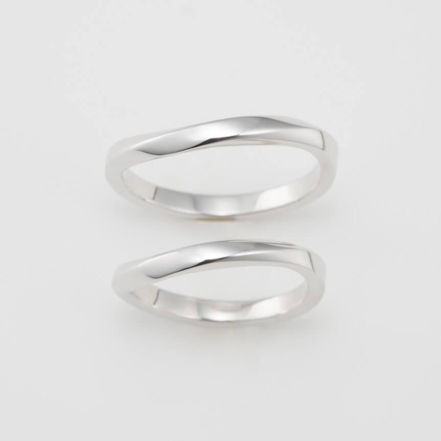 ひねりデザインの結婚指輪