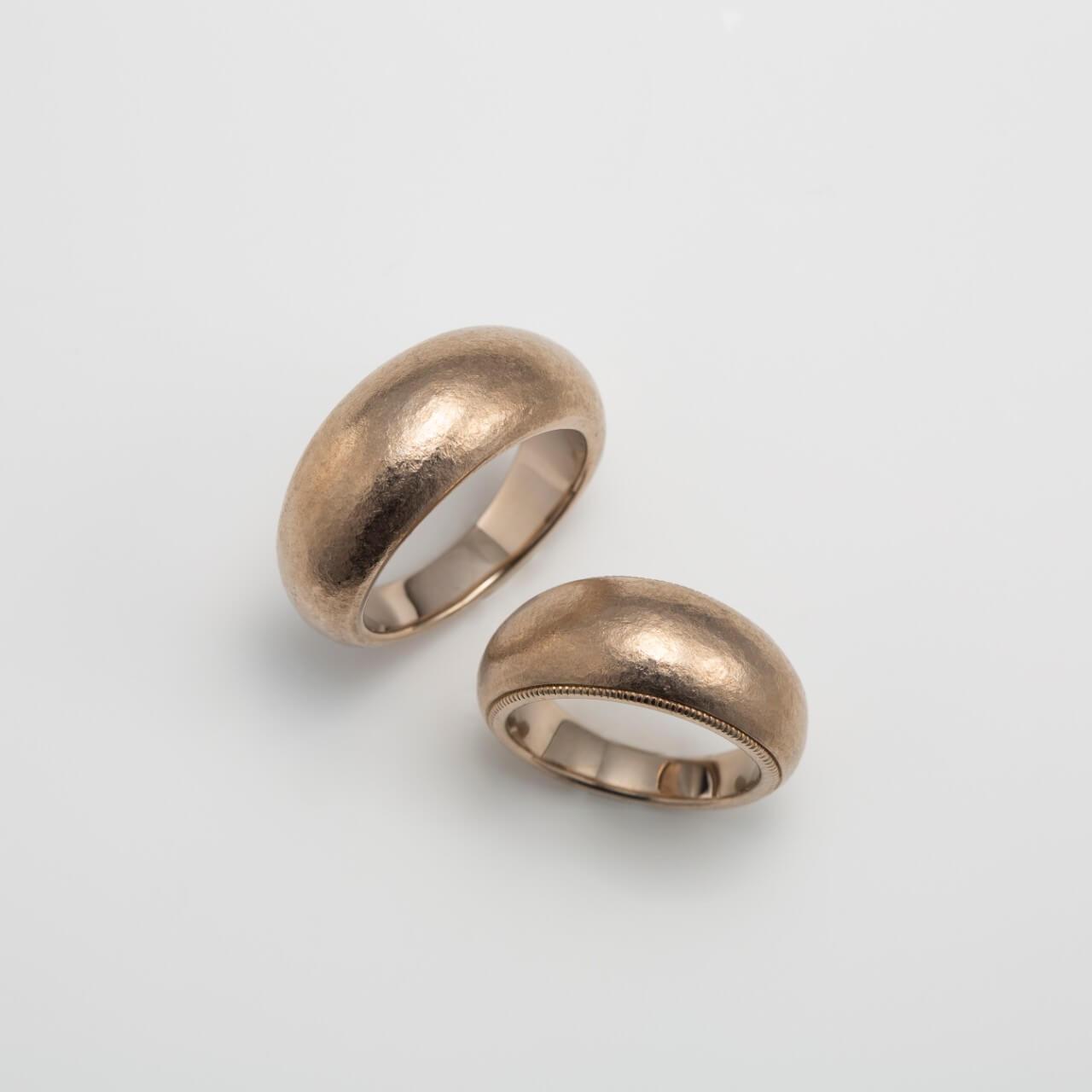 ホワイトゴールドの太い幅の結婚指輪