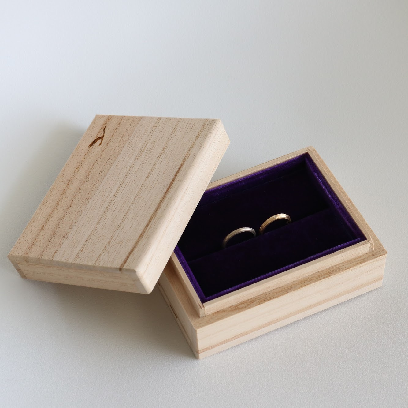 結婚指輪の木箱