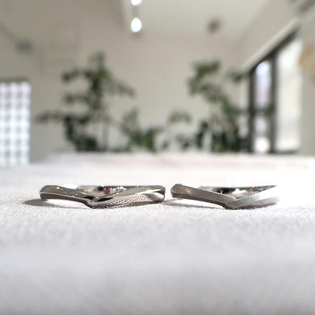 V字デザインの結婚指輪(マリッジリング)