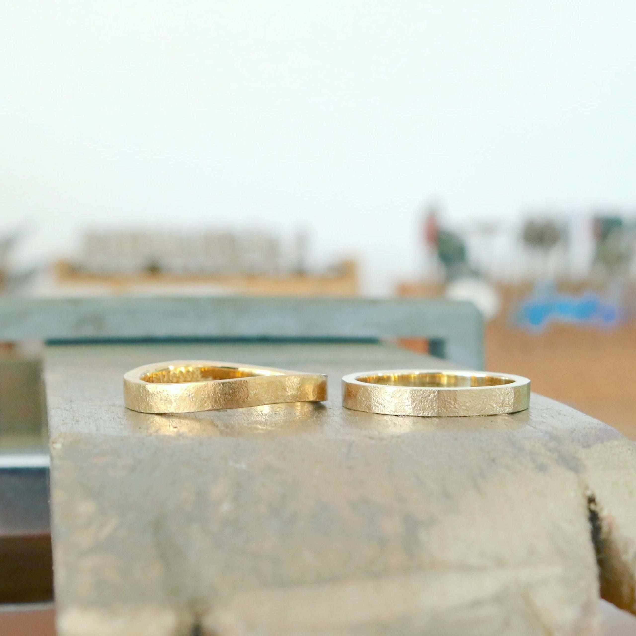 ゴールドのシンプルな結婚指輪|デザインの紹介