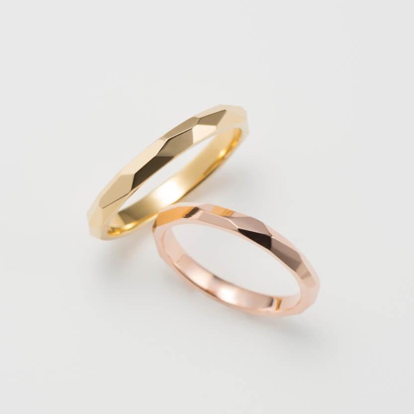 多面デザインのピンクゴールドの結婚指輪