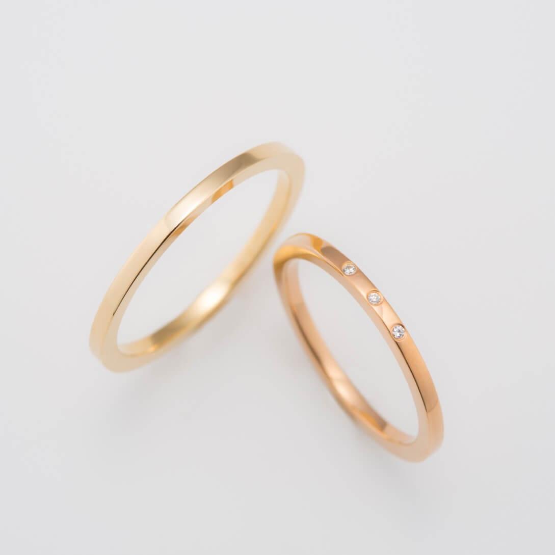 イエローゴールドの極細ストレートの結婚指輪