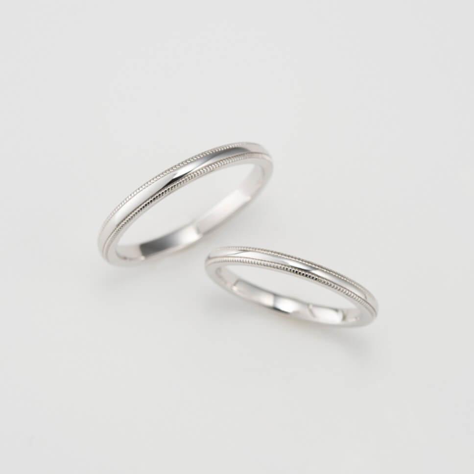 ミルグレインを施したストレートの結婚指輪