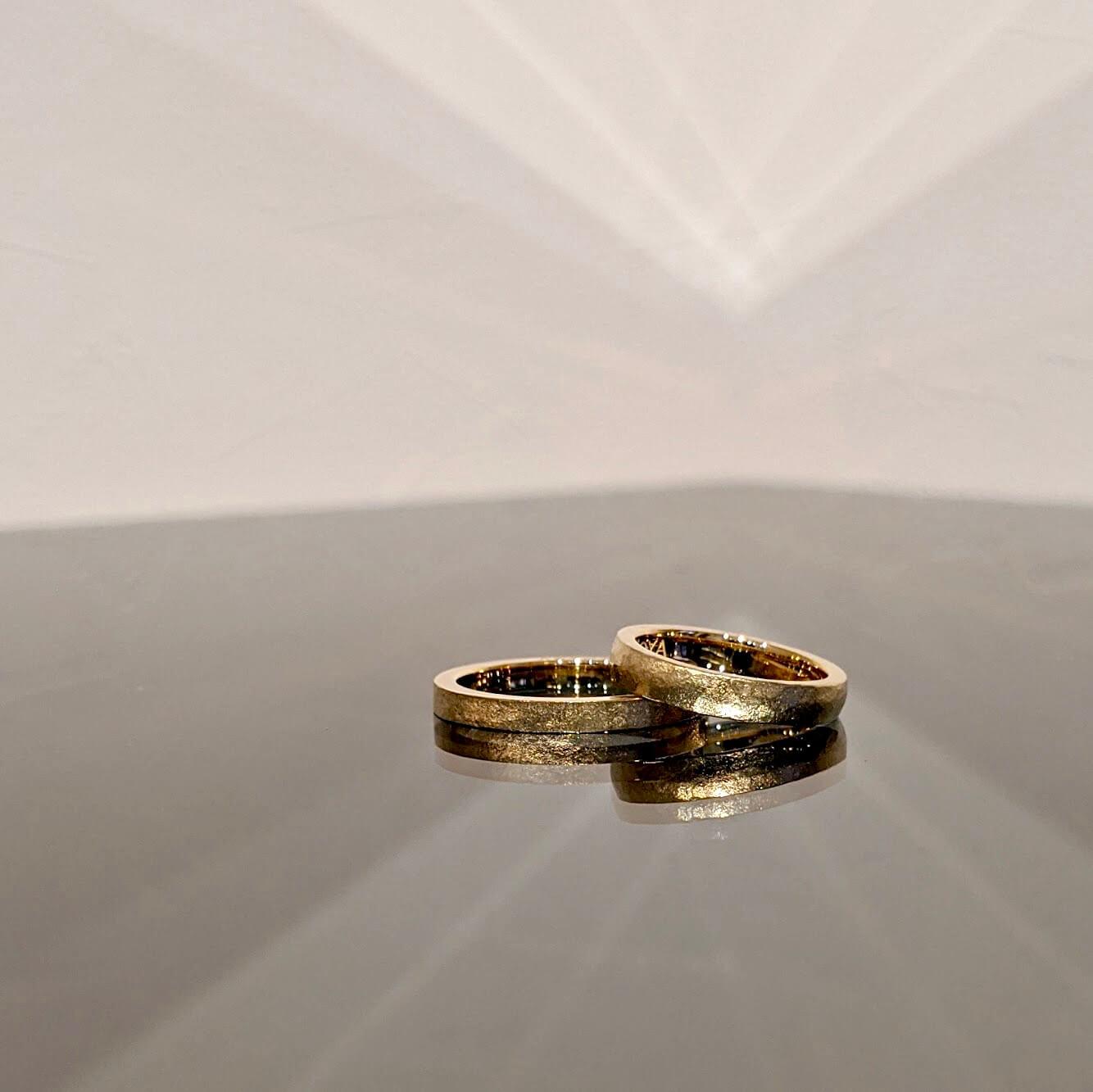 男性におすすめのゴールドの結婚指輪|デザインの紹介