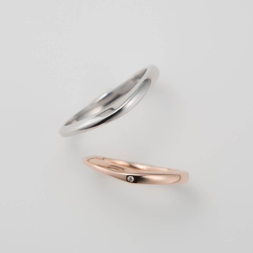U字デザインのピンクゴールドの結婚指輪