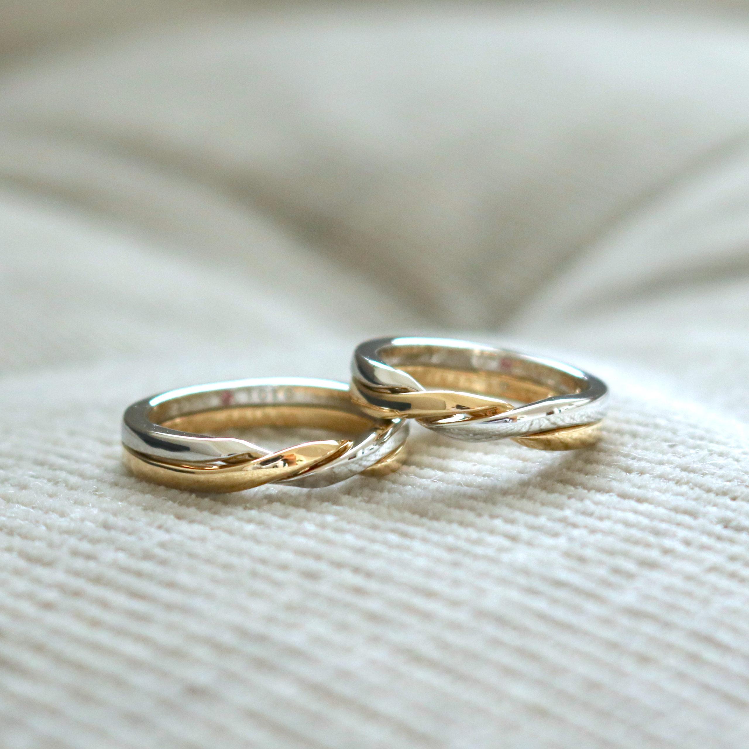 全てお揃いのデザインでお仕立てした、ギメルリングの結婚指輪