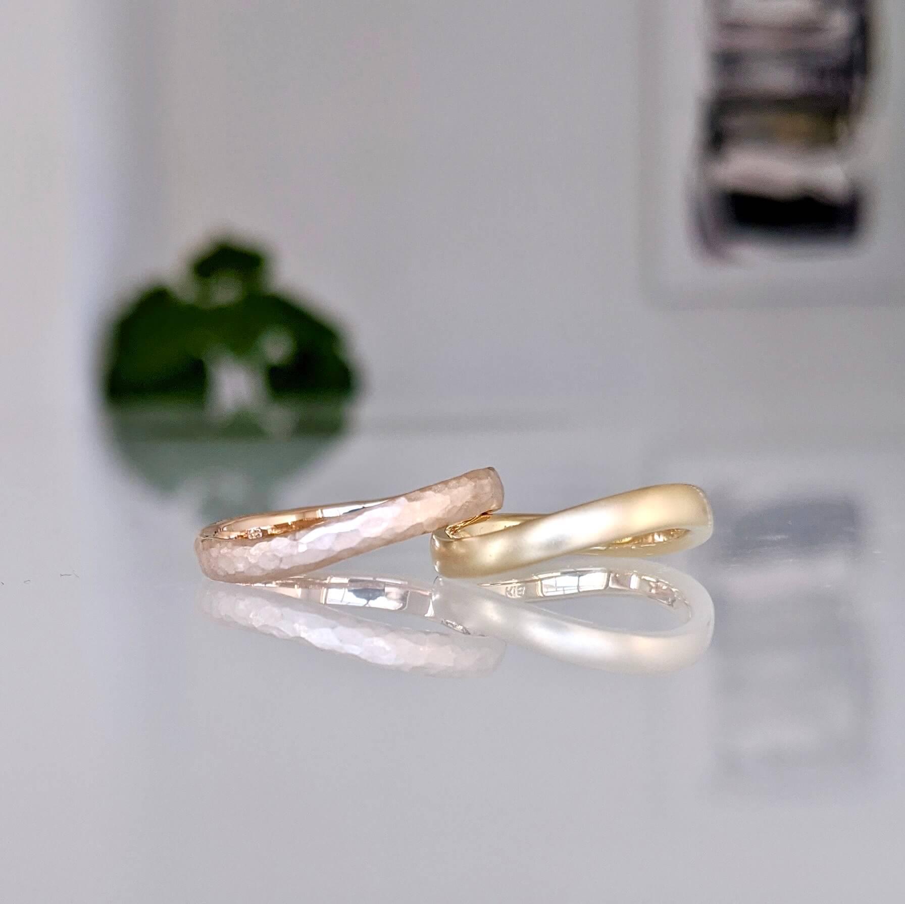 色違いのS字フォルムの結婚指輪