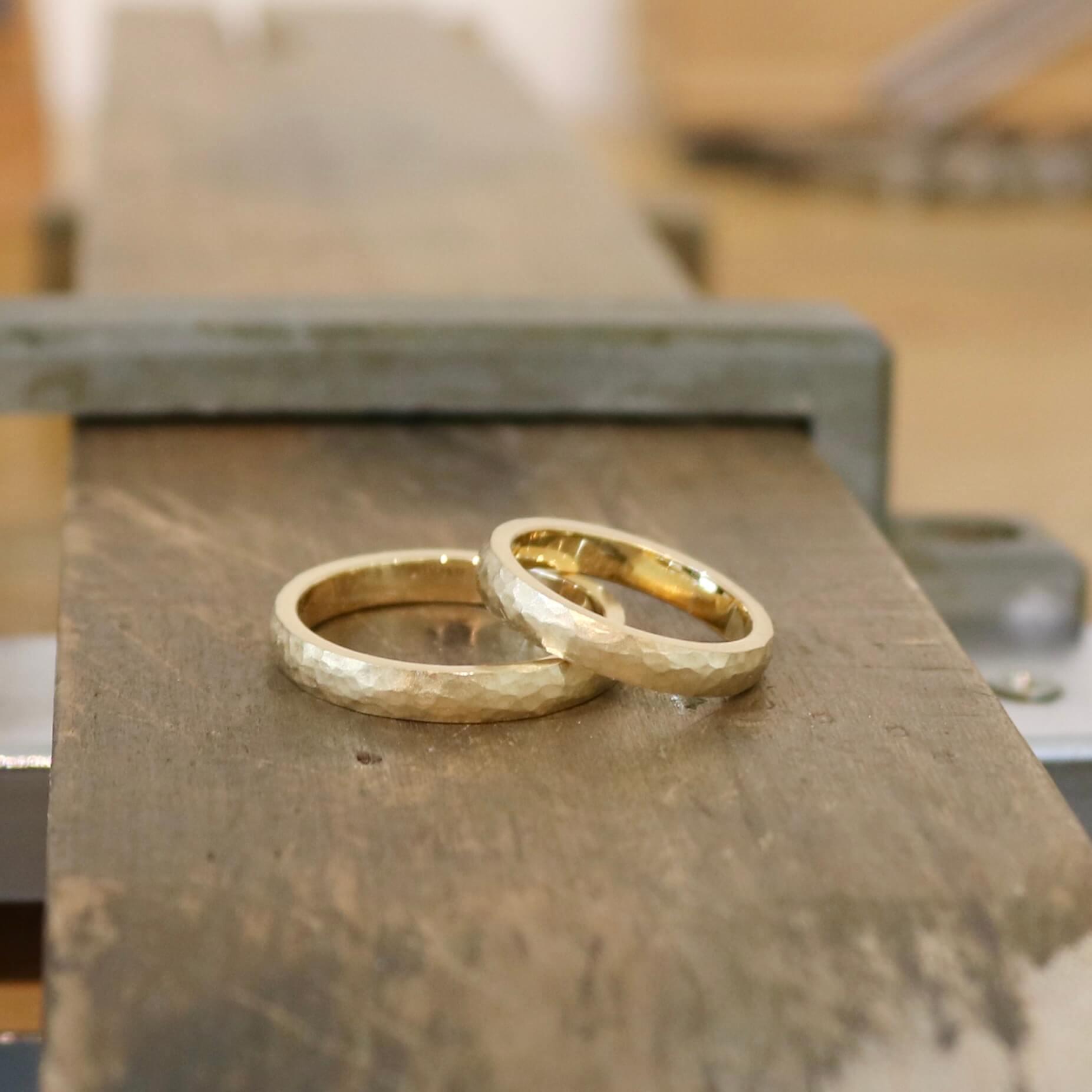 イエローゴールドのマットな質感にこだわった結婚指輪