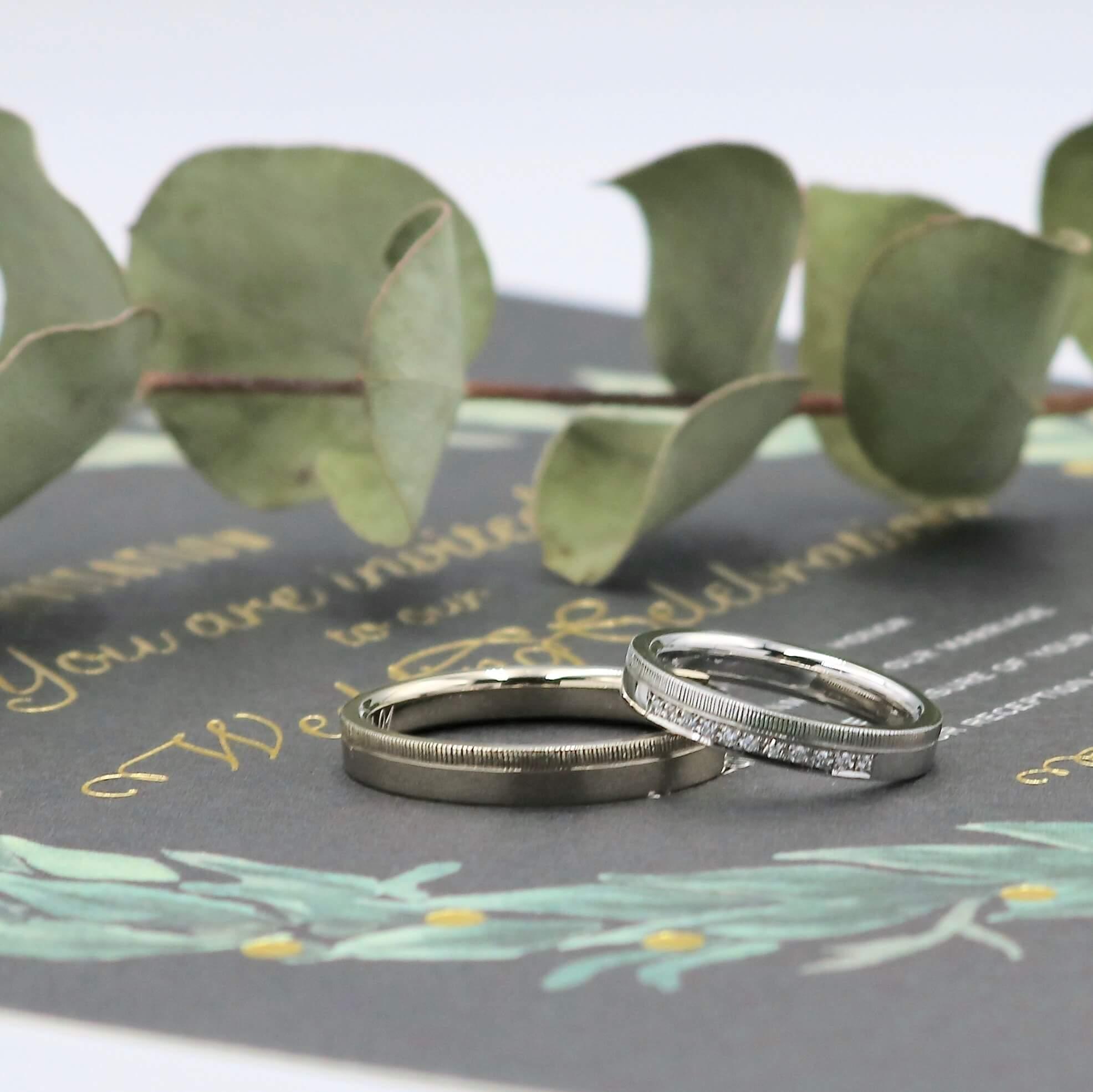 シンプルなデザインにタガネ彫りでアクセントをつけた結婚指輪