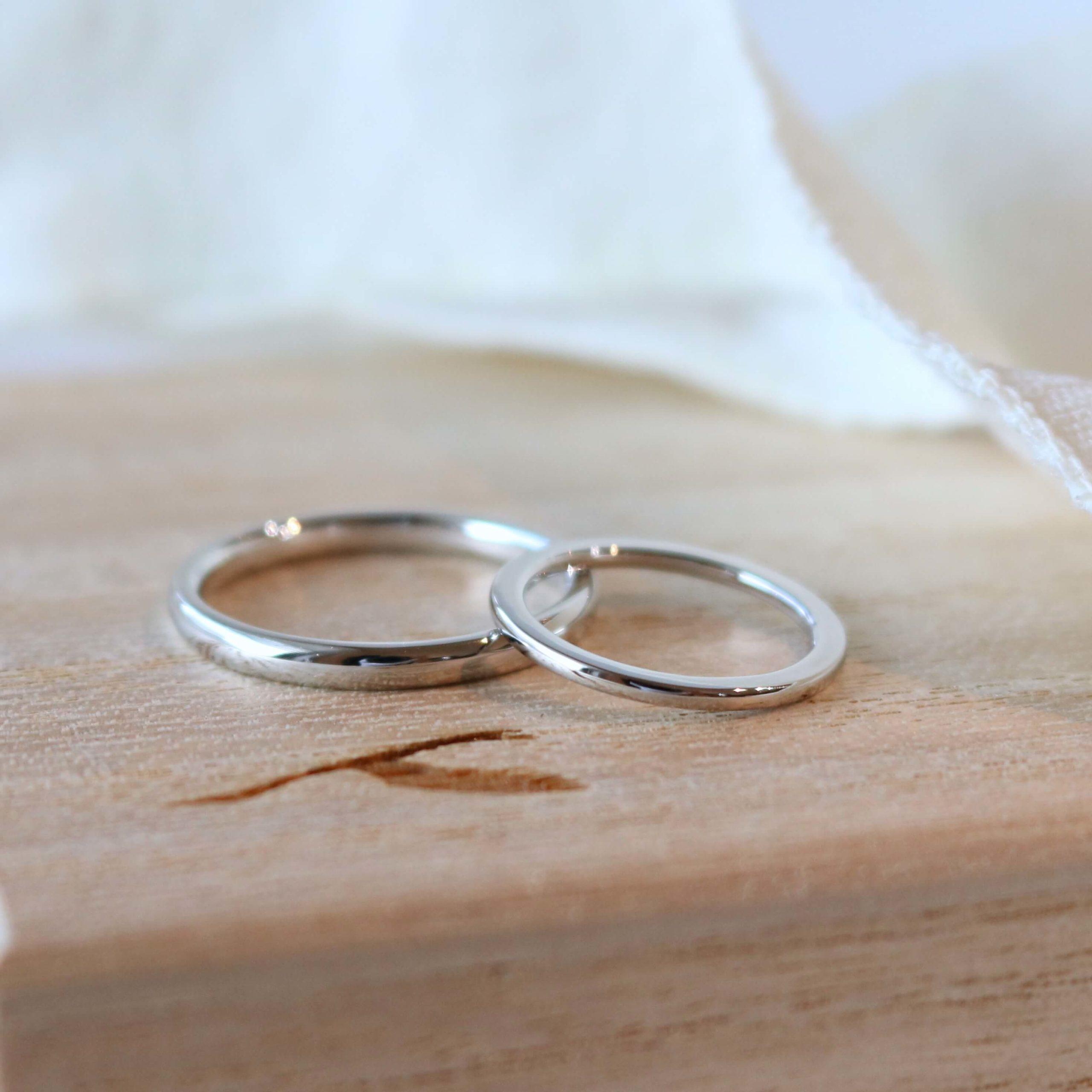プラチナの細身の結婚指輪