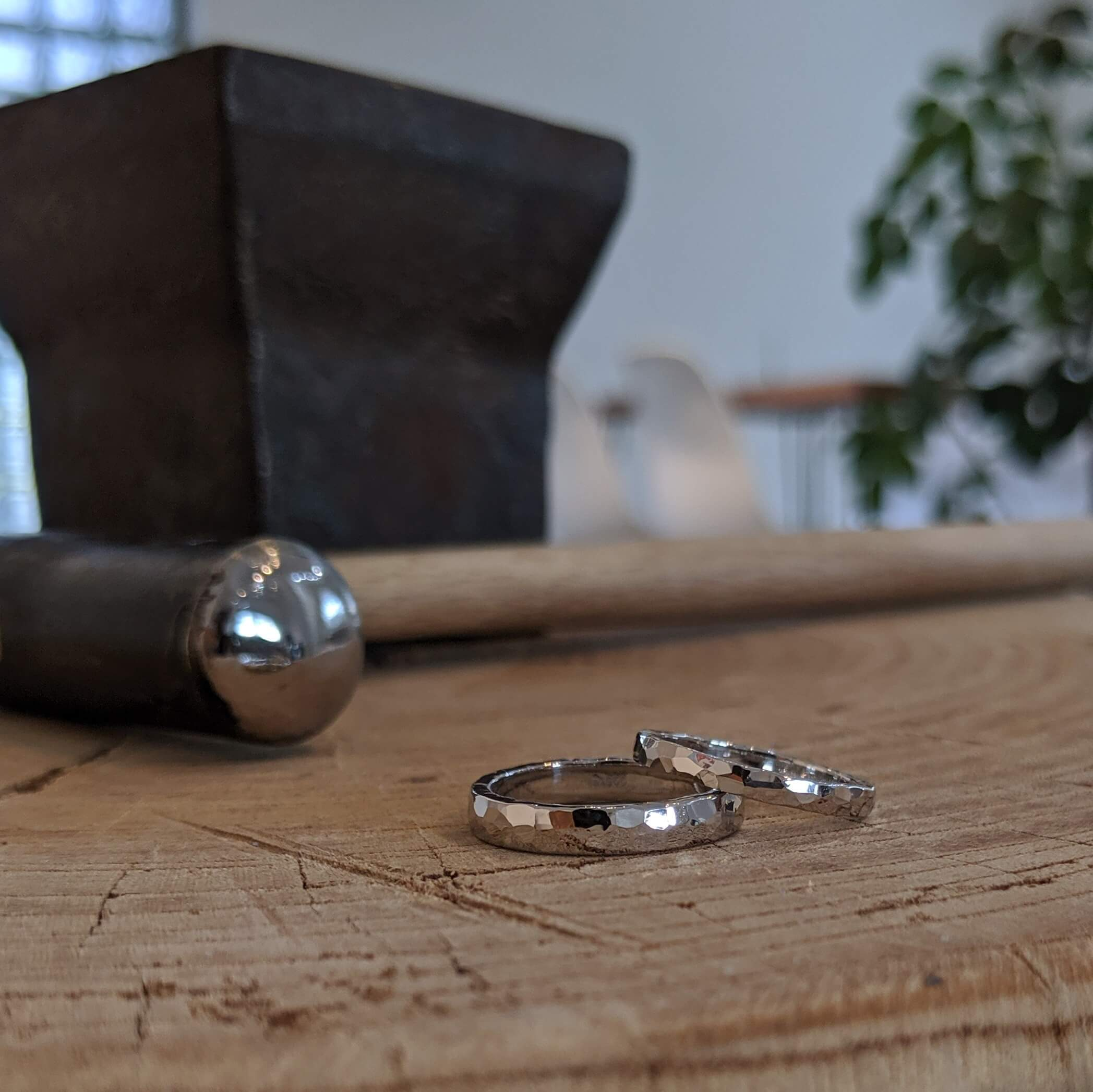 表面に加工を施した結婚指輪|さまざまな鎚目(ツチメ)の紹介