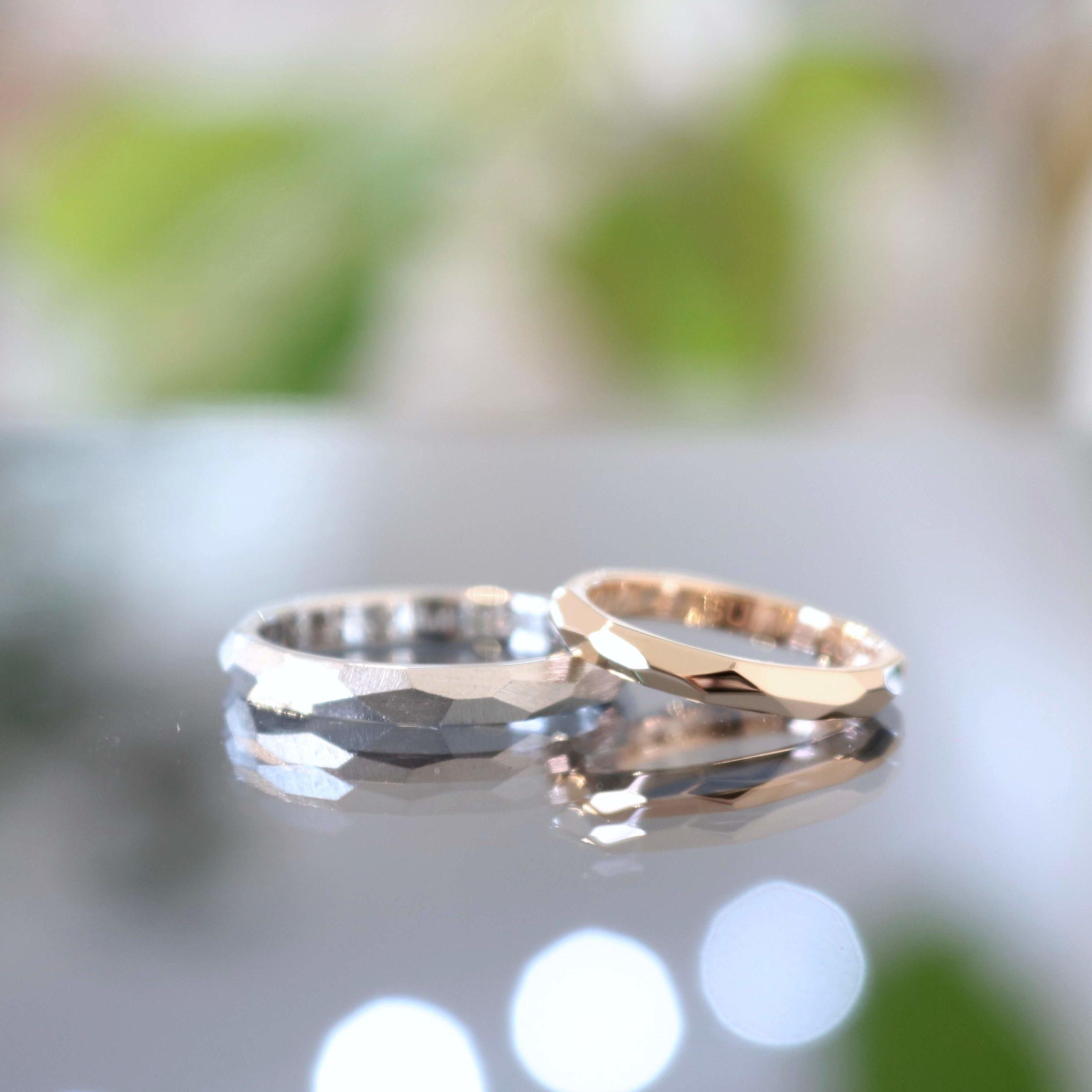 想い出のマークを内側に刻んだ結婚指輪
