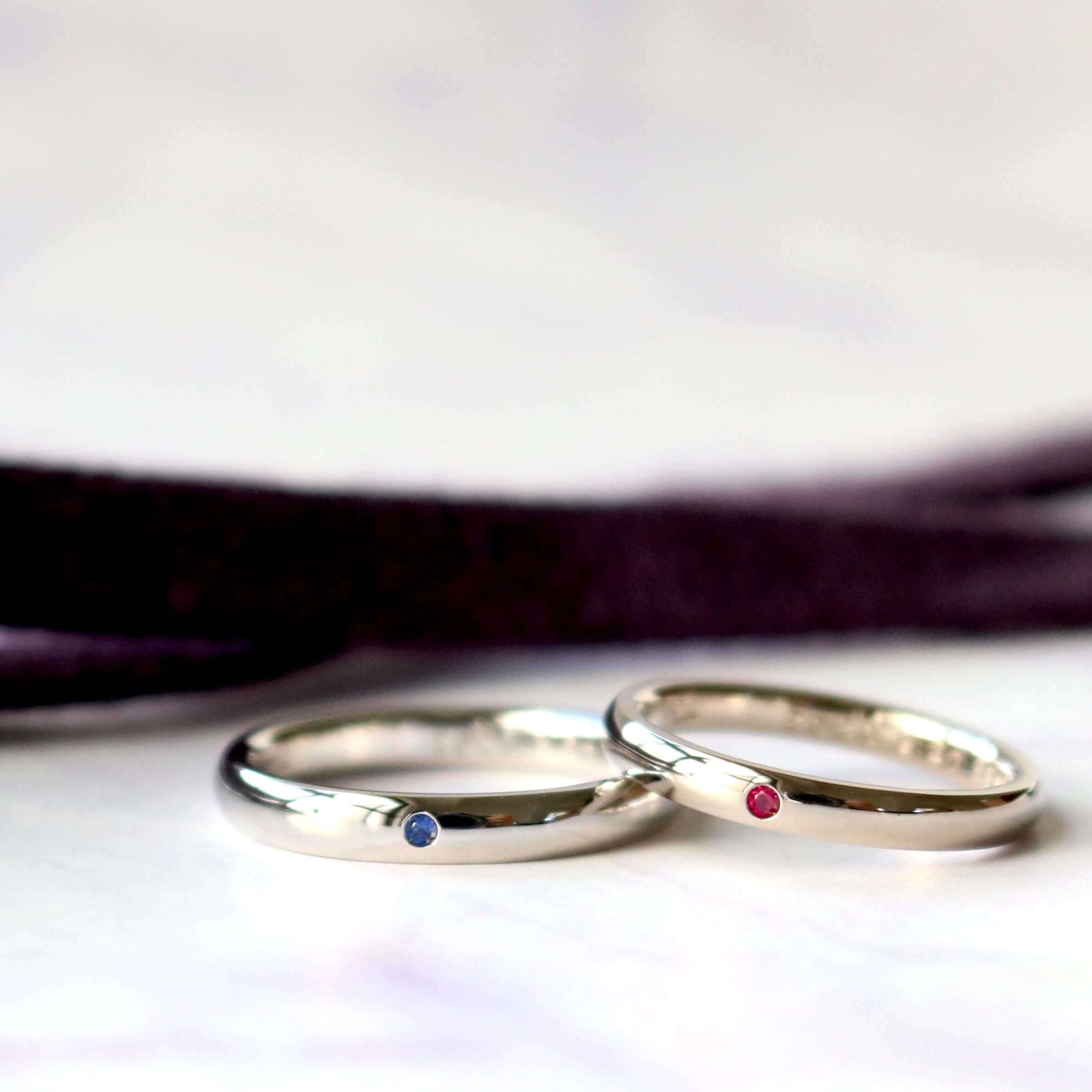 誕生石をあしらった結婚指輪