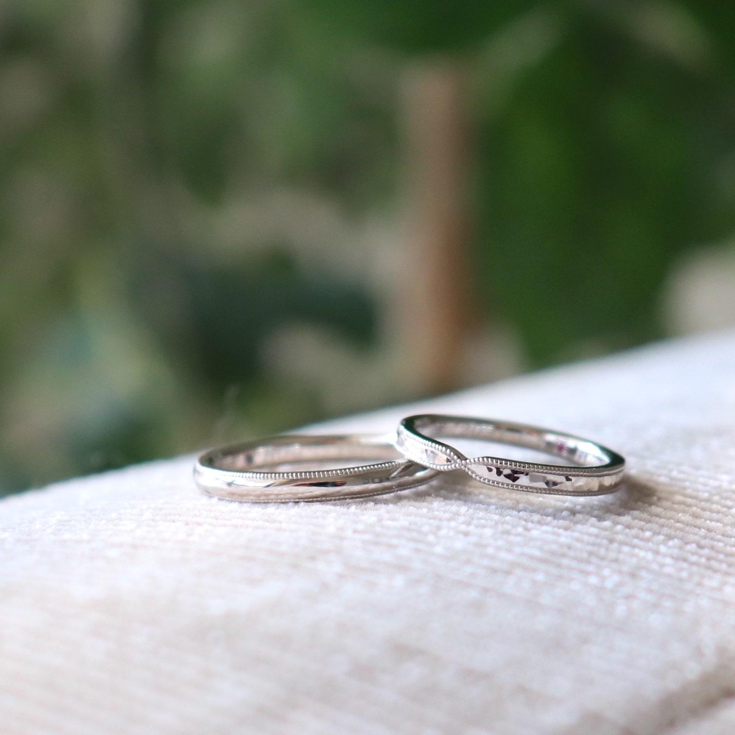 リボンフォルムのミルグレインの結婚指輪