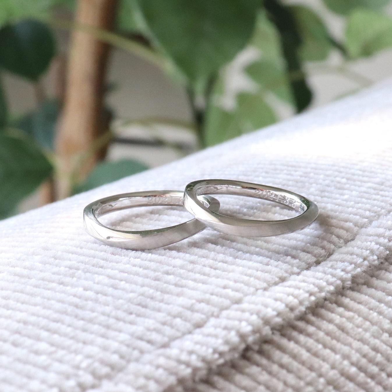 S字のひねりの結婚指輪