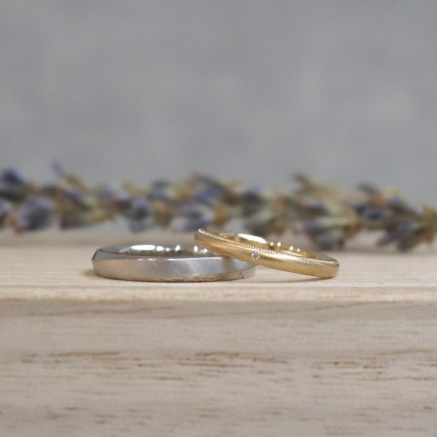 プラチナとゴールドのマットな結婚指輪